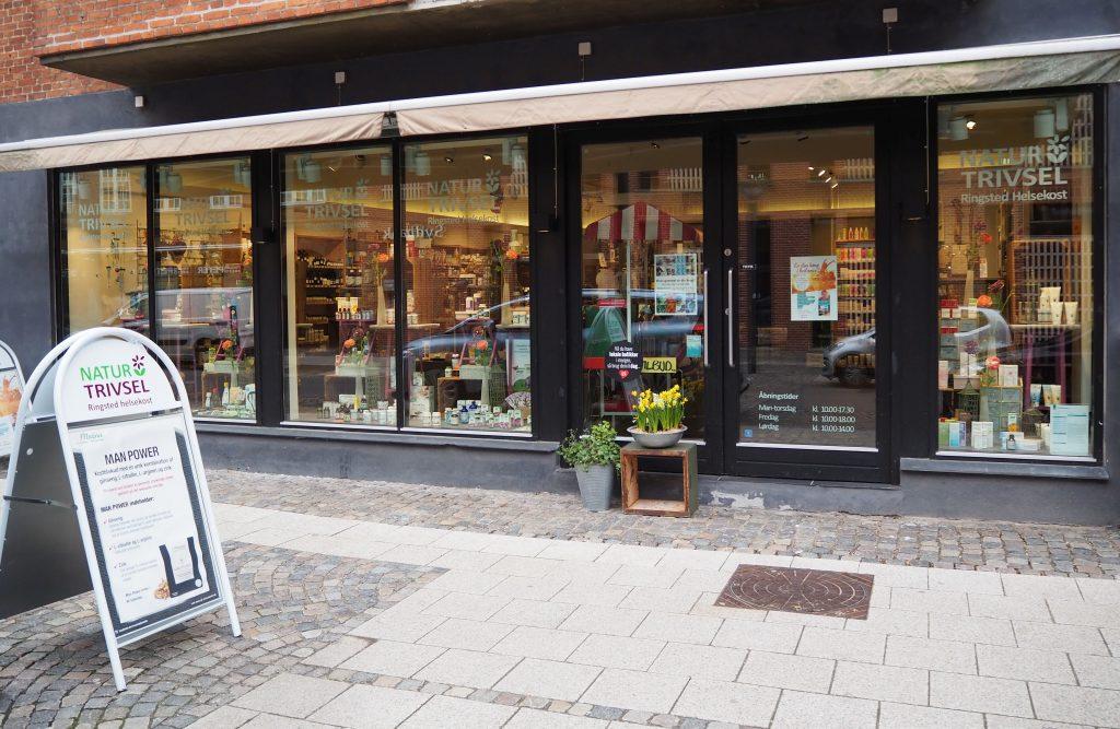 Natur & Trivsel, facade set forfra i Tinggade.